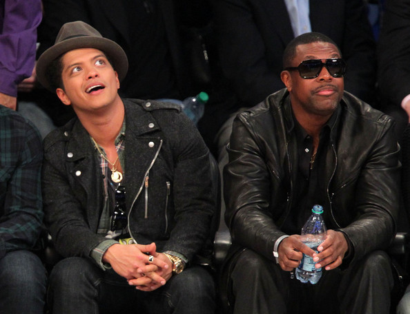 Galería >> Fotos anteriores de Bruno Mars Bruno+Mars+2011+NBA+Star+Game+Performances+oxQRYC-W83Zl