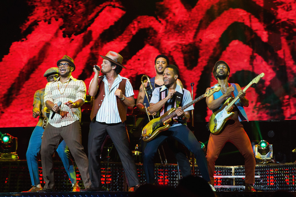 bruno mars photos photos bruno mars moonshine jungle tour staples center los angeles ca. Black Bedroom Furniture Sets. Home Design Ideas