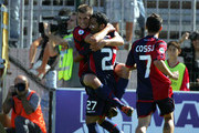 Jeda #27 of Cagliari celebrates his opening goal with teammates during the Serie A match between Cagliari Calcio and Internazionale Milano at Stadio Sant'Elia on September 20, 2009 in Cagliari, Italy.