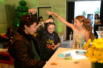 Caitlin Carmichael Benjamin Stockham Yoshi's Celebrity Egg Decorating Egg-sperience