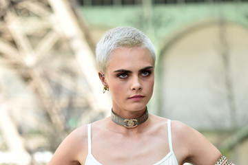 Cara Delevingne Chanel : Photo Call - Paris Fashion Week - Haute Couture Fall/Winter 2017-2018