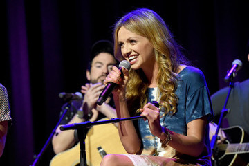 Carly Pearce Country Music Hall of Fame and Museum Hosts CMT's Next Women of Country Panel