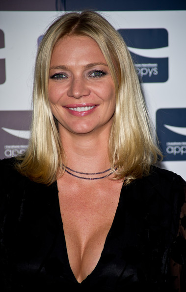 The 39-year old daughter of father John Edward Aitken Kidd and mother Wendy Madeleine Kidd, 188 cm tall Jodie Kidd in 2017 photo