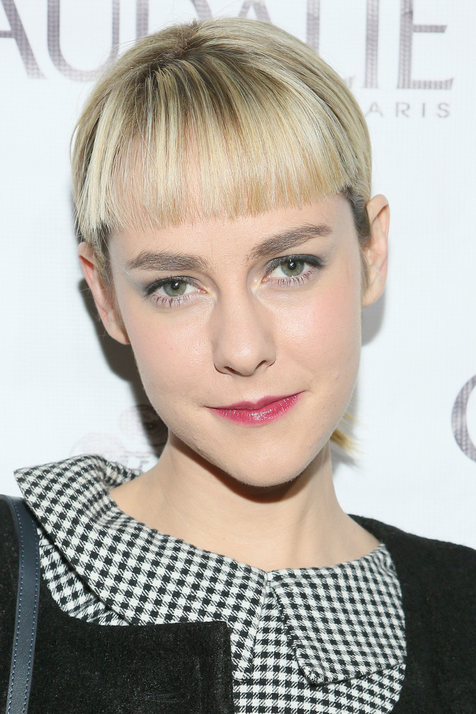 Let's Discuss Jena Malone's Very Blunt Bangs