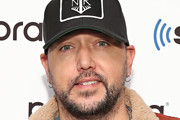 (EXCLUSIVE COVERAGE) Singer Jason Aldean visits the SiriusXM Studios on November 26, 2019 in New York City.