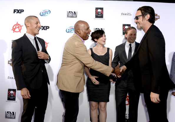 """Charlie Hunnam (L-R) Actors Theo Rossi, Executive Producer Paris Barclay, actors Maggie Siff, Charlie Hunnam and Tommy Flanagan attend the season 6 premiere of FX's """"Sons Of Anarchy"""" at Dolby Theatre on September 7, 2013 in Hollywood, California."""