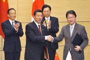Chinese Premier Wen Jiabao (L) and his Japanese counterpart Yukio Hatoyama (2nd R) witness the signing ceremony held by Japan's Health, Labor and Welfare Minister Akira Nagatsuma (R) and Wang Yong (2n L) at Hatoyama's official residence on May 31, 2010, in Tokyo, Japan. China's Minister of General Administration for Quality Supervision Inspection and Quarantine is a new bilateral initiative aimed at ensuring food safety. Wen is on a three-day visit to Japan.