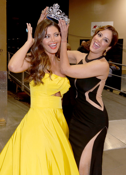 Backstage at the Latin Grammy Awards [yellow,clothing,dress,lady,beauty,fashion,fun,event,gown,blond,latin grammy awards,backstage,tv personality,model,las vegas,nevada,mgm grand garden arena,aleyda ortiz,chiquinquira delgado]
