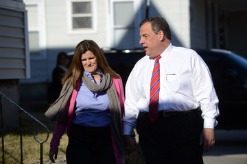 Chris Christie Mary Pat Foster Chris Christie Makes Public Appearances In New Hampshire