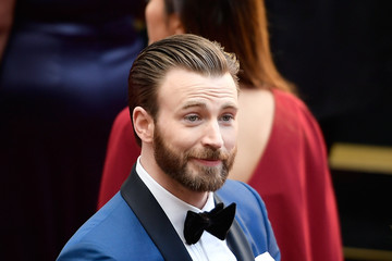 Chris Evans 89th Annual Academy Awards - Fan Arrivals