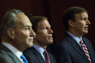 Chris Murphy Chuck Schumer Gun Control Activists Call For Stricter Background Check Laws