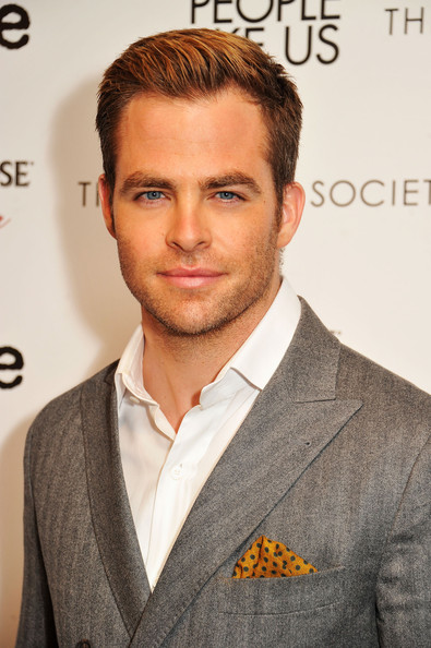 http://www1.pictures.zimbio.com/gi/Chris+Pine+Cinema+Society+Linda+Wells+Allure+U3pM09RbItvl.jpg