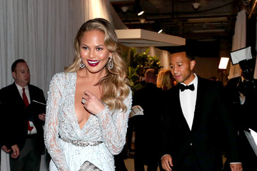 Chrissy Teigen Behind the Scenes at the Oscars