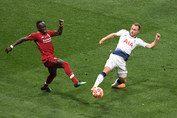 Christian Eriksen (R) has the potential to solve Arsenal's creativity problems. (Getty Images Europe)