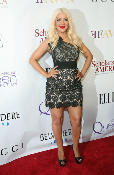 http://www1.pictures.zimbio.com/gi/Christina+Aguilera+2nd+Annual+Mary+J+Blige+Btxc0q9X-oBl.jpg