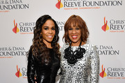 """Michelle Williams (L) and Gayle King arrive at The Christopher & Dana Reeve Foundation """"Magical Evening"""" Gala on November 15, 2018 in New York City."""