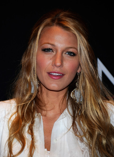"""Actress Blake Lively arrives at a Warner Bros. Pictures presentation to promote the new film, """"Green Lantern"""" at Caesars Palace during CinemaCon, the official convention of the National Association of Theatre Owners, March 31, 2011 in Las Vegas, Nevada."""