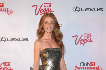 Cintia Dicker Club SI Swimsuit Hosted By 1 OAK Nightclub At The Mirage, Las Vegas