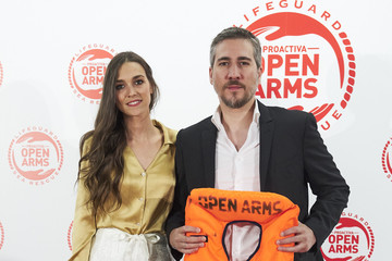 Clara Mendez Leite Javier Bardem And Penelope Cruz Raise Funds For Open Arms