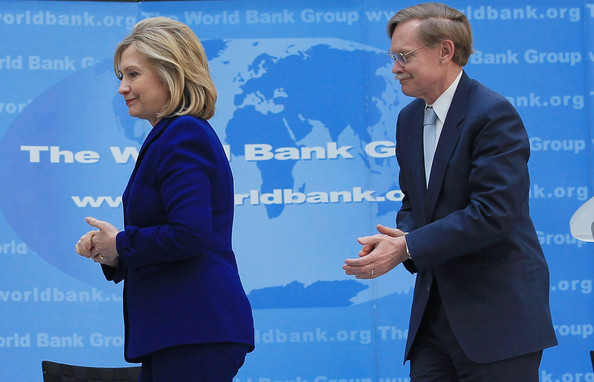http://www1.pictures.zimbio.com/gi/Clinton+Signs+Memo+Understanding+World+Bank+y7a1ZFGNwMll.jpg