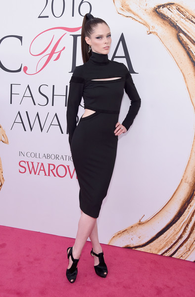 2016 CFDA Fashion Awards - Arrivals [fashion model,little black dress,flooring,catwalk,dress,shoulder,joint,fashion,carpet,cocktail dress,arrivals,coco rocha,hammerstein ballroom,new york city,cfda fashion awards]