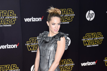 Cody Horn Premiere 'Star Wars: The Force Awakens' - Arrivals