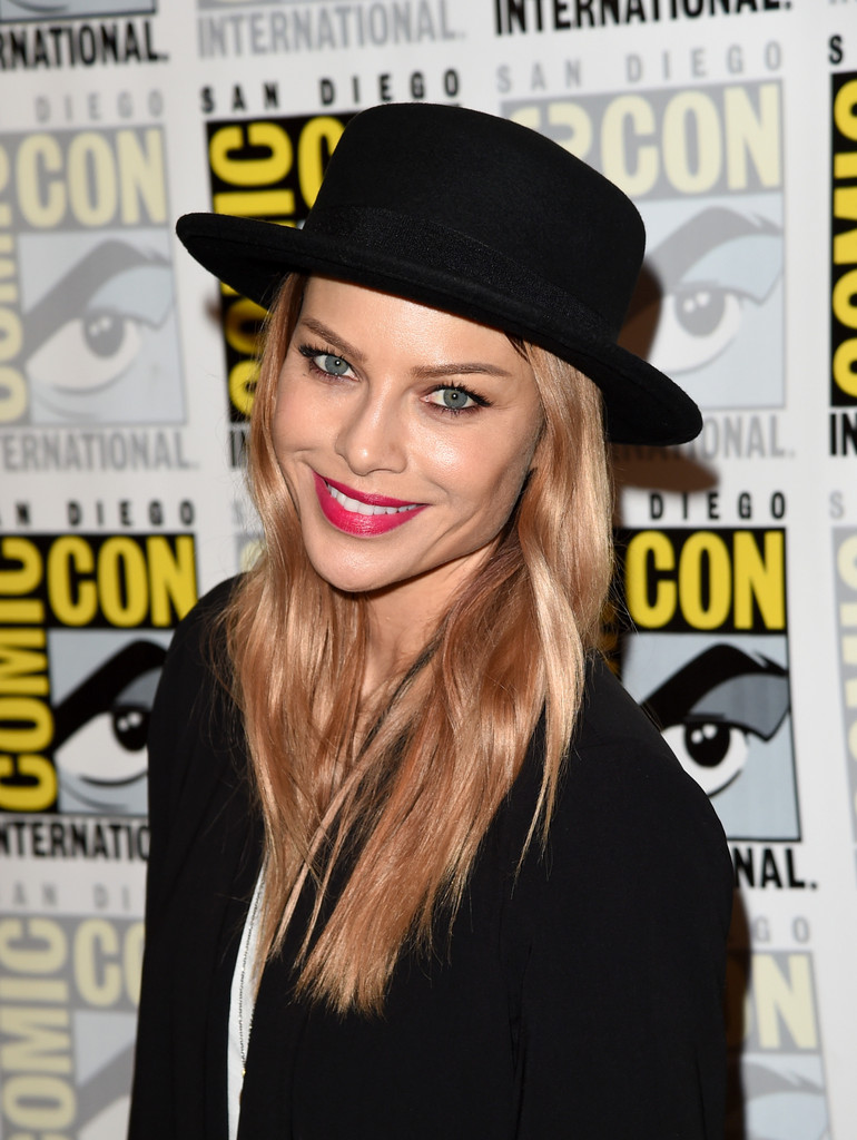 Lauren German - Lauren German Photos - Comic-Con ...