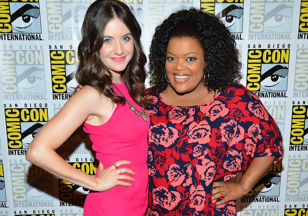 Alison brie yvette nicole brown gillian jacobs community 7