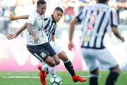 Jo (L) of Corinthians and Yago of Atletico MG in action during the match  for the Brasileirao Series A 2017 at Arena Corinthians Stadium on November 26, 2017 in Sao Paulo, Brazil.