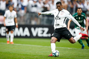Jo of Corinthians scores their thirth goal during the match between Corinthians and Palmeiras for the Brasileirao Series A 2017 at Arena Corinthians Stadium on November 05, 2017 in Sao Paulo, Brazil.
