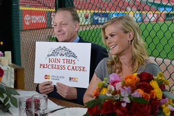 Curt Schilling Dine Out With MasterCard and Support a Priceless Cause: Fighting Cancer