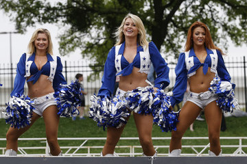 Dallas Cowboys Cheerleaders Toyota Rock 'N' Roll Dallas Half Marathon