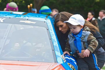 Danica Patrick Nickelodeon and Chicagoland Speedway Team Up With Danica Patrick To Announce Teenage Mutant Ninja Turtles 400 Race On Sept. 18
