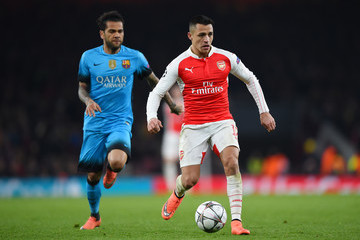 Daniel Alves Alexis Sanchez Arsenal FC v FC Barcelona - UEFA Champions League Round of 16: First Leg