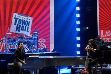 Dave Grohl Lionel Richie Performs During SiriusXM's Town Hall Series