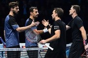 Britain's Jamie Murray (R) and Brazil's Bruno Soares (2R) shake hands with play against Croatia's Ivan Dodig (2L) and Bosnia-Herzegovina's Marcel Granollers during their men's doubles round-robin match on day four of the ATP World Tour Finals tennis tournament at the O2 Arena in London on November 15, 2017. / AFP PHOTO / Glyn KIRK