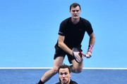 Britain's Jamie Murray (top) and Brazil's Bruno Soares play against Croatia's Ivan Dodig and Bosnia-Herzegovina's Marcel Granollers during their men's doubles round-robin match on day four of the ATP World Tour Finals tennis tournament at the O2 Arena in London on November 15, 2017. / AFP PHOTO / Glyn KIRK