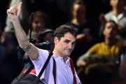 Switzerland's Roger Federer waves to the crowd as he leaves the court after losing to Belgium's David Goffin during their men's singles semi-final match on day seven of the ATP World Tour Finals tennis tournament at the O2 Arena in London on November 18, 2017..David Goffin won 2-6, 6-3, 6-4.  / AFP PHOTO / Glyn KIRK
