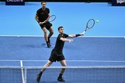 Britain's Jamie Murray (R) returns as his partner Brazil's Bruno Soares (L) stands ready against Finland's Henri Kontinen and Australia's John Peers during their men's doubles semi-final match on day seven of the ATP World Tour Finals tennis tournament at the O2 Arena in London on November 18, 2017. / AFP PHOTO / Glyn KIRK