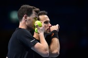 Britain's Jamie Murray (L) and his partner Brazil's Bruno Soares (R) talk between points during their men's doubles match against USA's Bob Bryan and USA's Mike Bryan on day two of the ATP World Tour Finals tennis tournament at the O2 Arena in London on November 13, 2017. / AFP PHOTO / Glyn KIRK