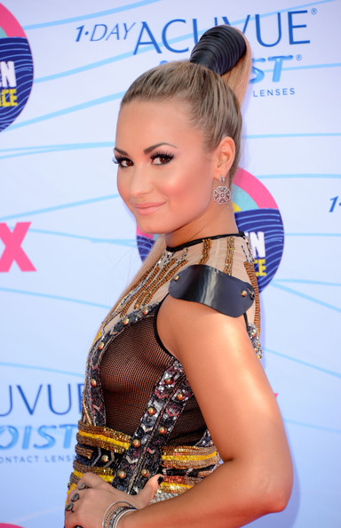 Demi Lovato - Teen Choice Awards 2012 - Arrivals