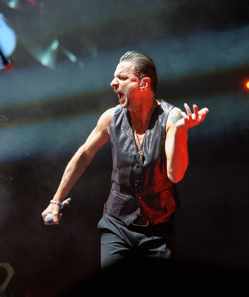 dave gahan photos photos depeche mode in concert new. Black Bedroom Furniture Sets. Home Design Ideas
