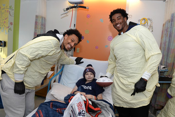 Derek Rivers Patriots Bring Smiles To Cancer Patients At Boston Children's Hospital