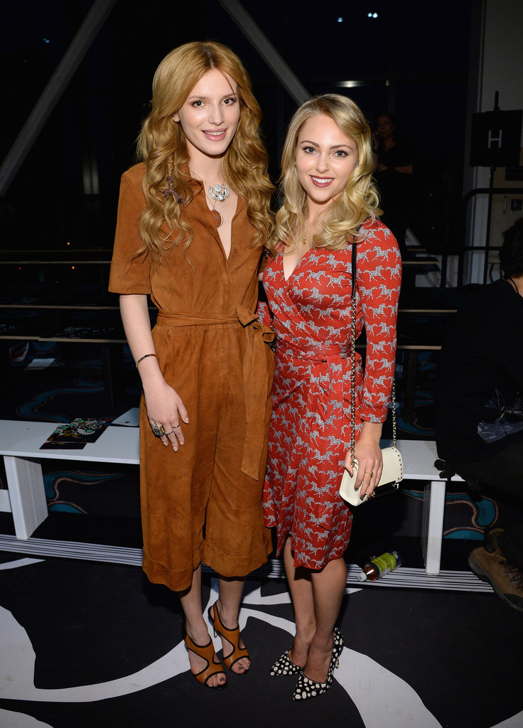 Mercedes Benz West Houston >> AnnaSophia Robb Bella Thorne Photos Photos - Zimbio