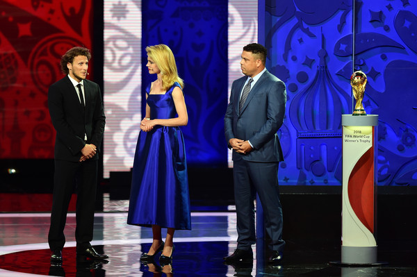 Preliminary Draw of the 2018 FIFA World Cup in Russia [fashion,formal wear,event,suit,talent show,award ceremony,electric blue,tuxedo,performance,competition,diego forlan,ronaldo,natalia vodianova,draw,russia,the konstantin palace,saint petersburg,l,2018 fifa world cup]