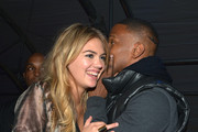 She whispers with Jamie Foxx. - Kate Upton's Celebrity Friends