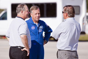 Mike Leinbach Discovery Astronauts Arrive Ahead Of Shuttle Launch