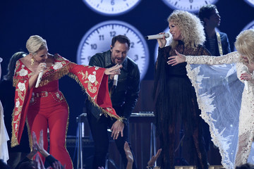 Dolly Parton Kimberly Schlapman 61st Annual Grammy Awards - Show