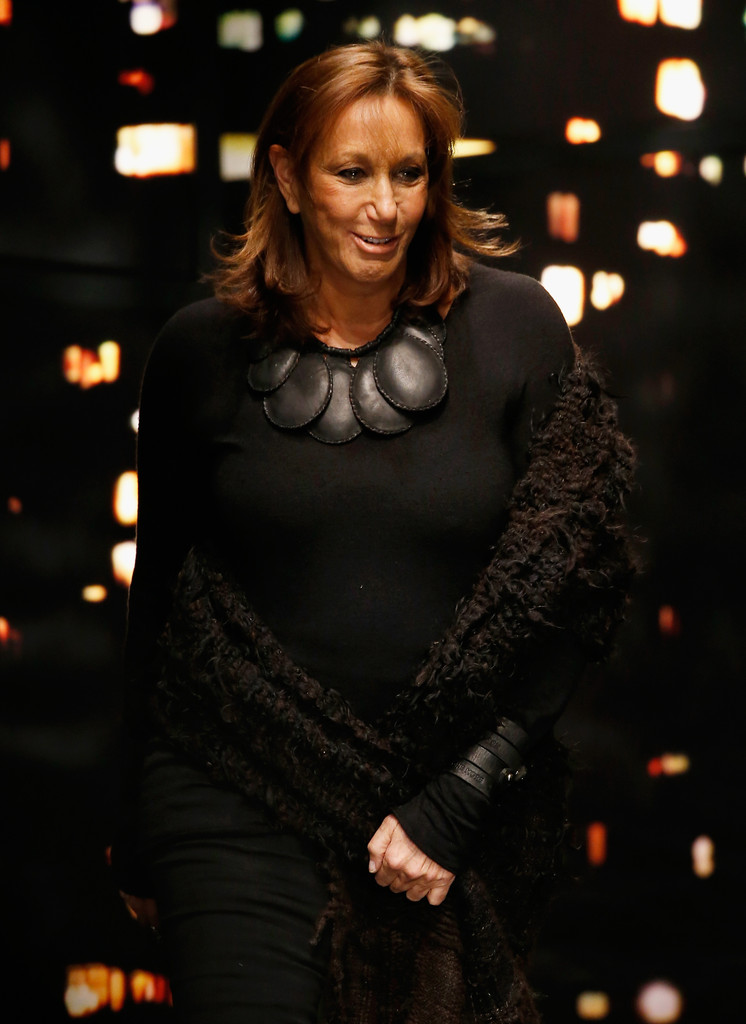 Donna karan in donna karan new york runway show zimbio for Donna karen new york
