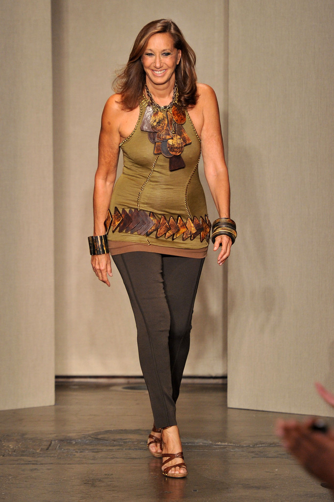 Donna karan in donna karan new york runway spring 2012 for Donna karen new york